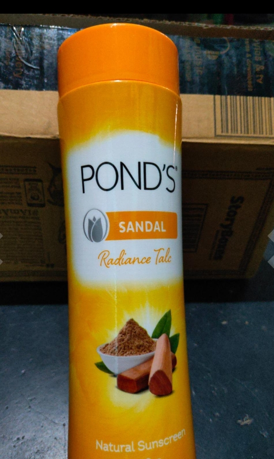 POND'S Sandal Radiance Talcum Powder